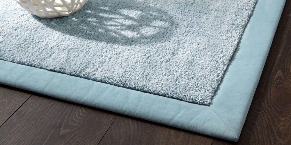 Teppich mit umsäumtem Rand