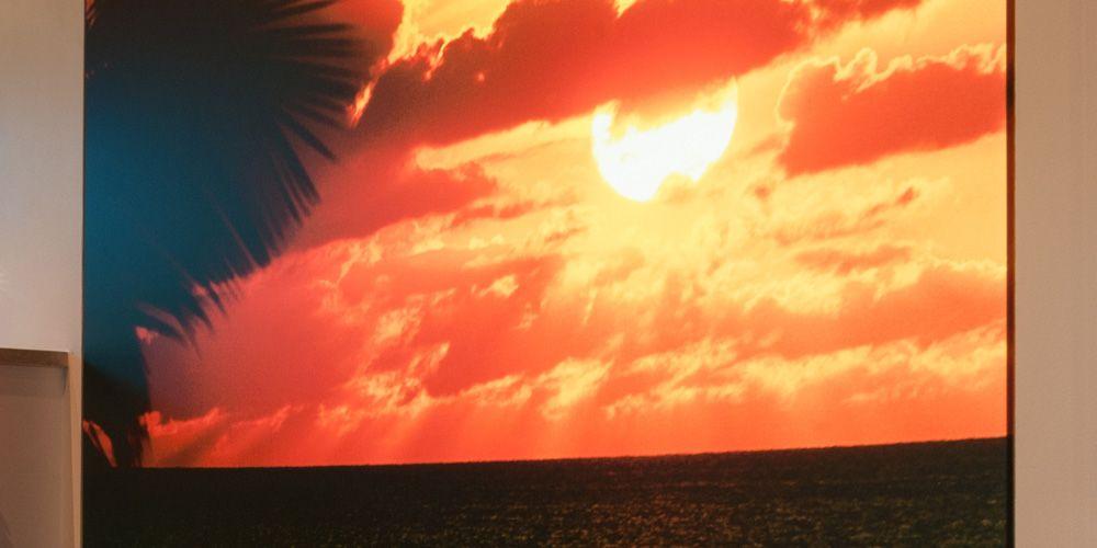 Wandbespannung mit tropischem Sonnenuntergang als Motiv